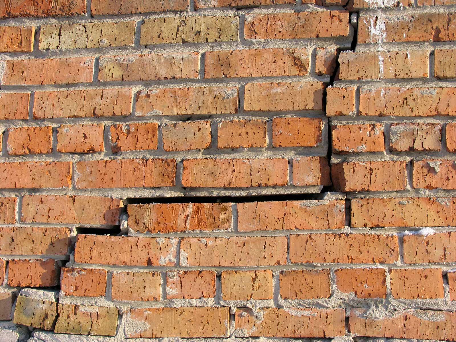 как заделать кирпичную стену